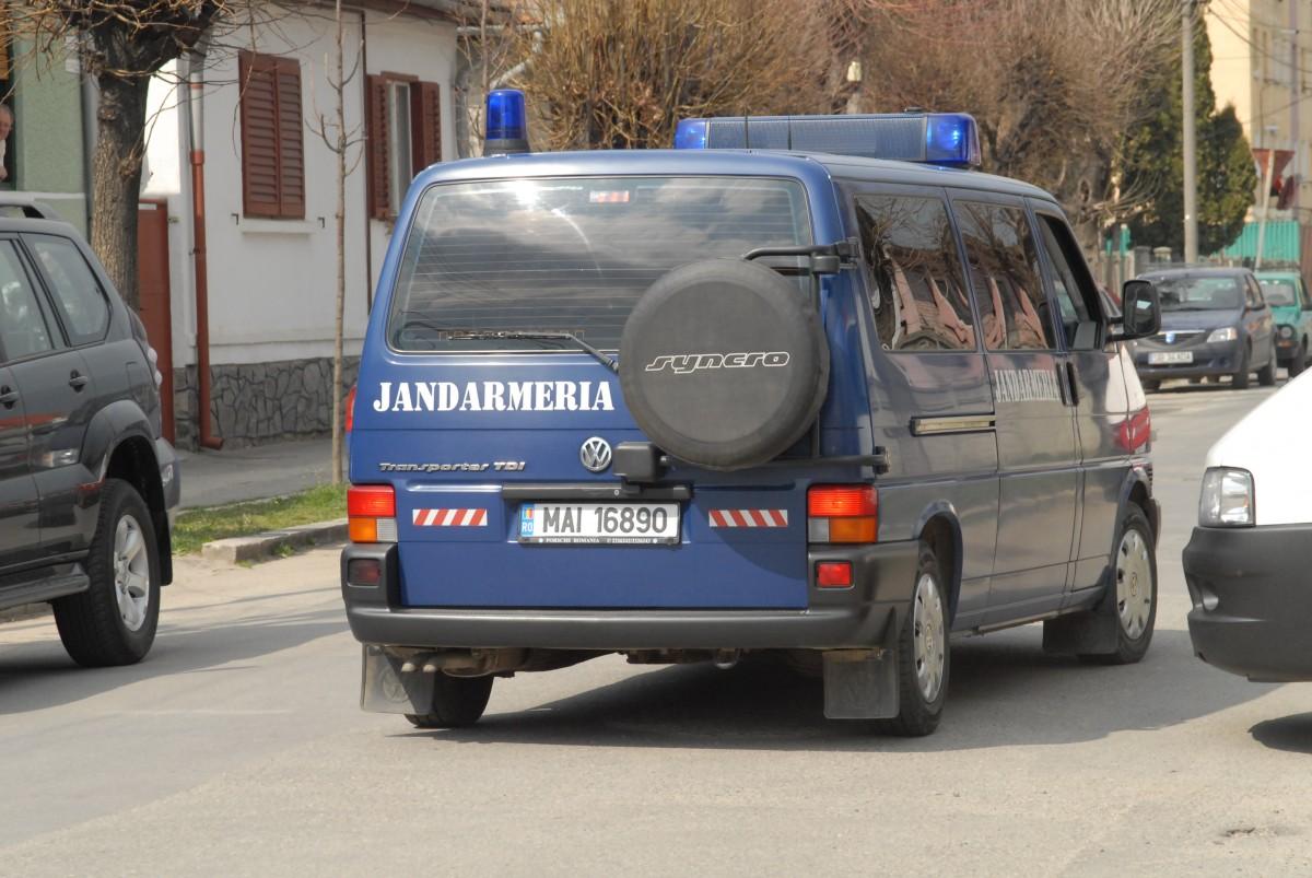 Un sibian din Laslea s-a răsculat împotriva familiei care l-a angajat. I-a fugărit cu toporul