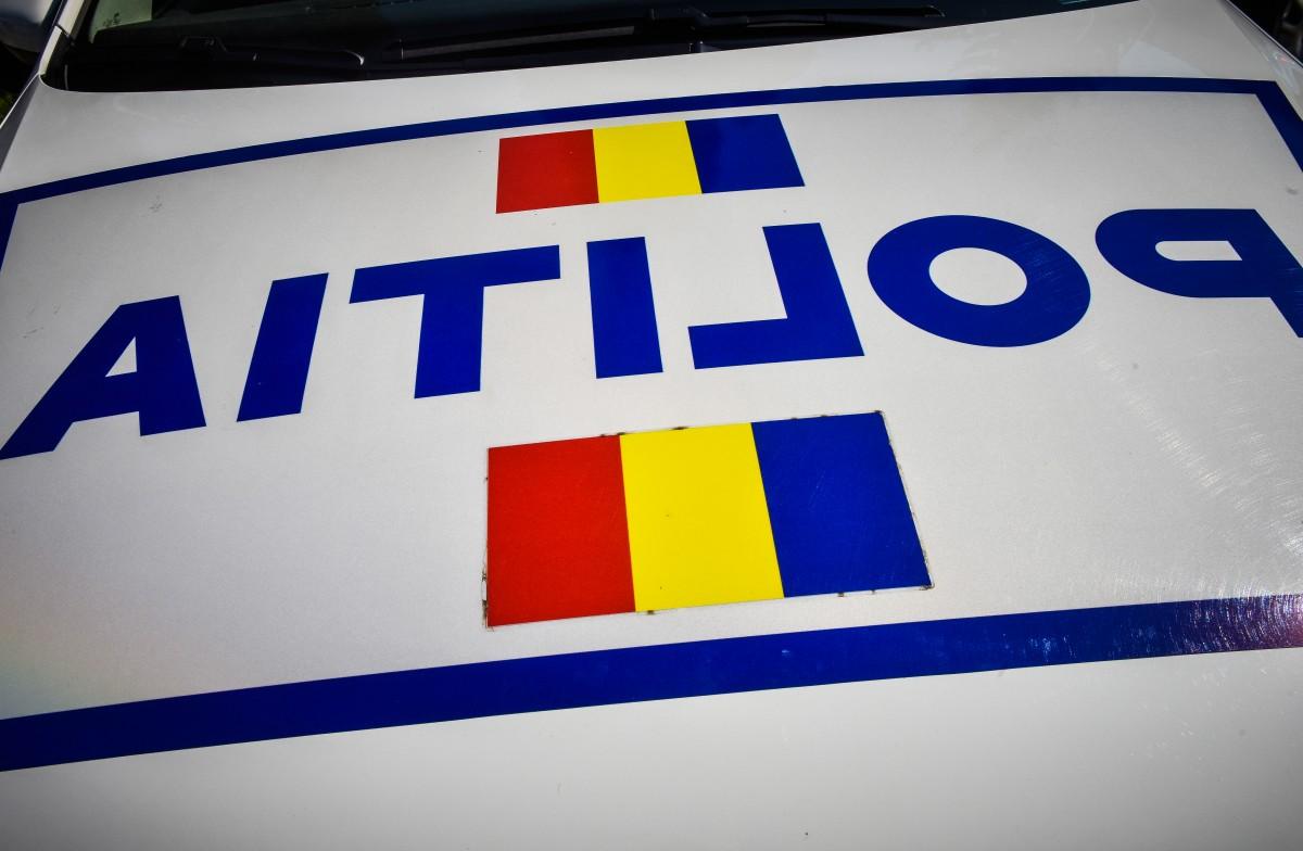 O șoferiță a intrat în camionul care o devansa pe porțiunea de două benzi, la Boița