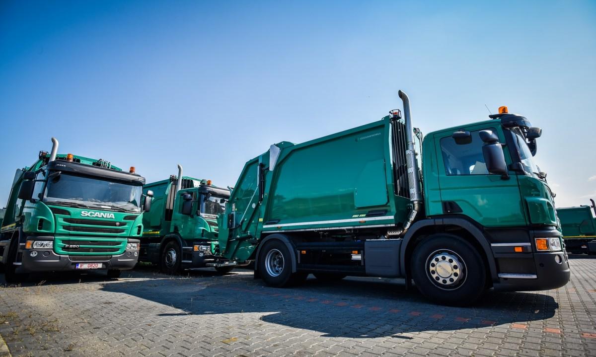 Noile autospeciale pentru colectarea gunoaielor, aduse la Sibiu: deșeuri cântărite, GPS, camere video | Foto