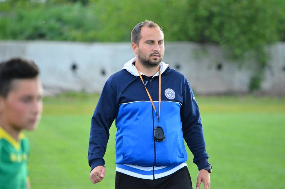 """Interviu cu antrenorul Iulian Merintean, Școala de Fotbal """"Alma"""": Nici pe ''maidan'' nu prea se mai face sport"""