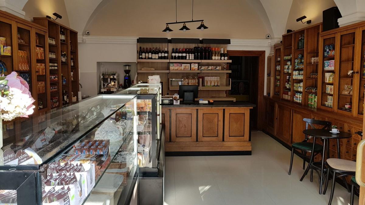 Micile afaceri. Ce rarități găsești în primul magazin de delicatese din Sibiu