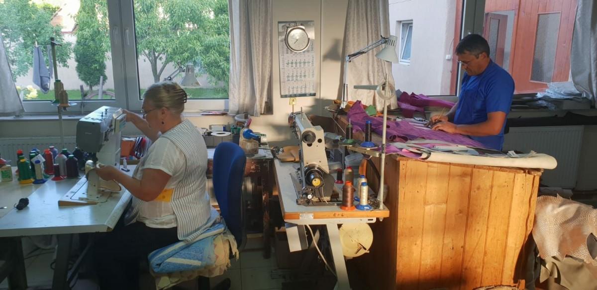 Micile afaceri. Atelierul de familie în care pantofii prind culoare