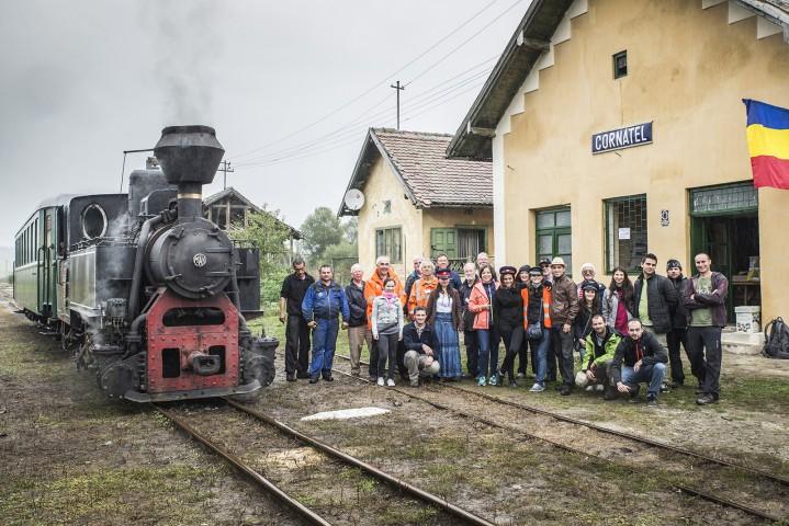 Voluntarii de la Prietenii Mocăniței renovează gara din Cornățel/FOTO