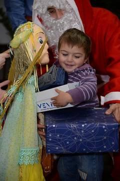 """Moș Crăciun va ajunge la copiii din Centrul de la Orlat. """"Angajații spitalului au donat o parte din salariu pentru cadouri"""""""