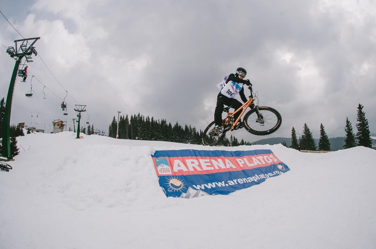Concurs cu bicicletele pe zăpadă, la Păltiniș