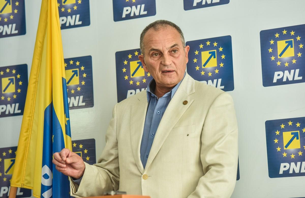 PNL Sibiu împarte 20.000 de flyere cu informări despre pesta porcină