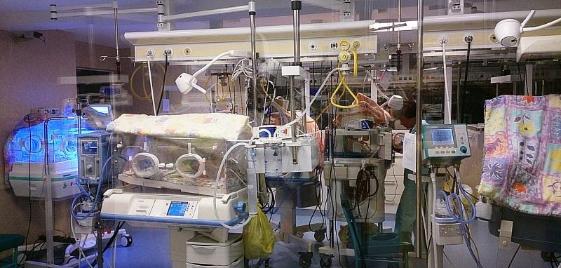 """Specialist neonatolog din SUA în vizită la Maternitatea din Sibiu: """"Aveți unele echipamente pe care noi nu le avem"""""""