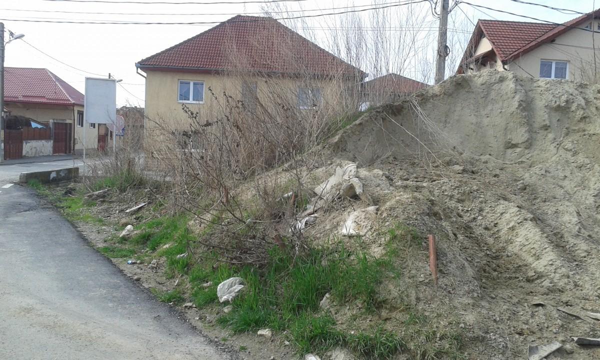 Viața în Sibiu: de zece ani vecini cu un munte de nisip