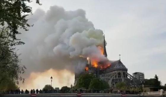 Catedrala Notre-Dame din Paris, mistuită de flăcări