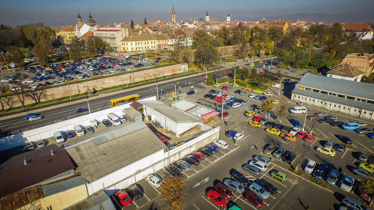 Nu găsiți loc de parcare în Sibiu? Nici nu aveți cum, sunt peste 75.000 de mașini în oraș