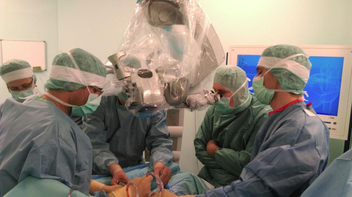 Premieră națională: Tumoră gigant îndepărtată de la un bebeluș, cu o intervenție modernă