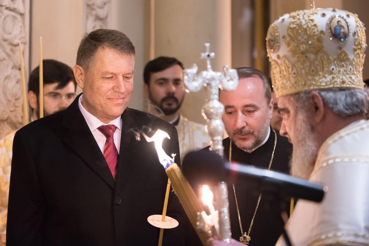 Președintele Iohannis a participat la Slujba Învierii alături de soția Carmen