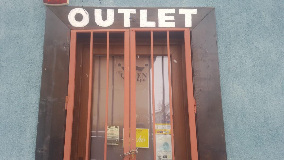 """Cât costă un magazin de tip """"outlet"""" în Orașul de jos?"""