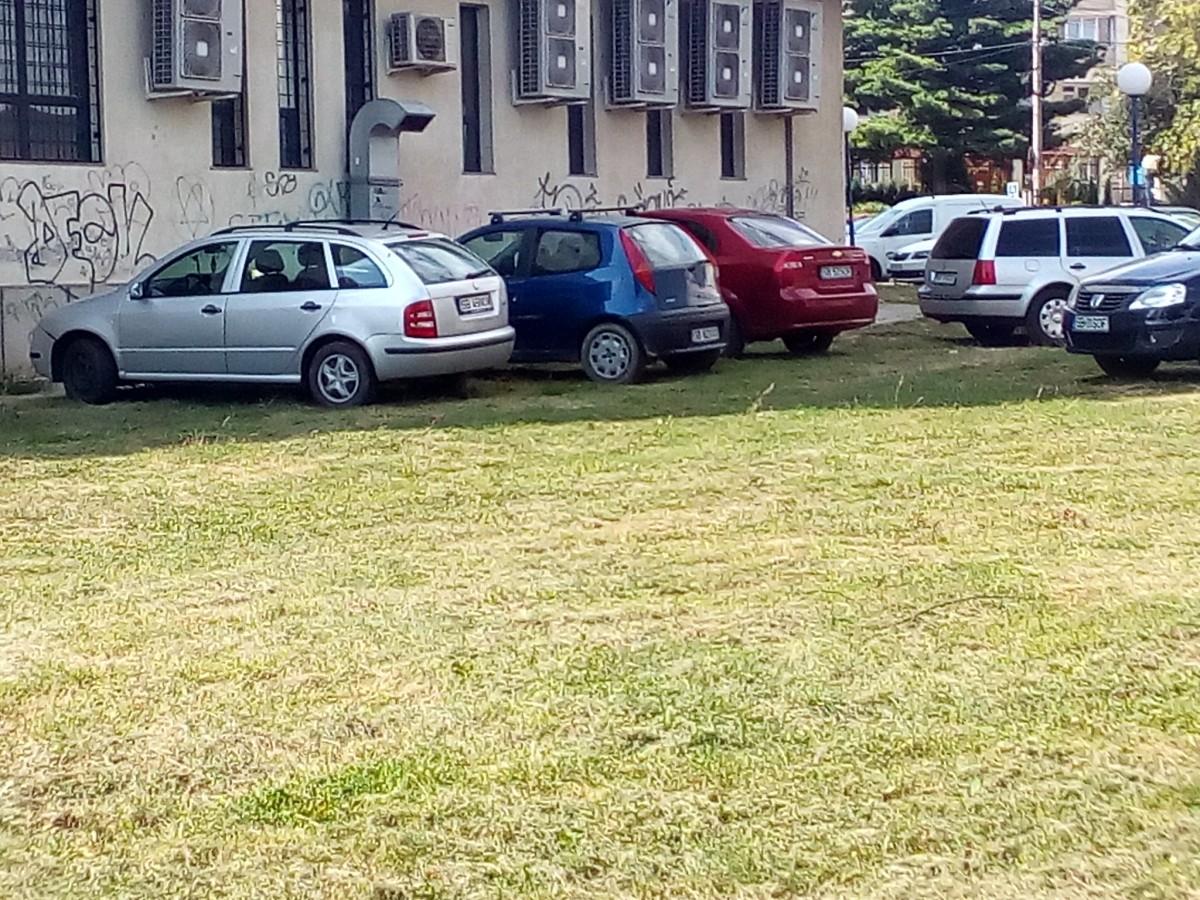 Șoferii iau fața primăriei. Au găsit parcarea
