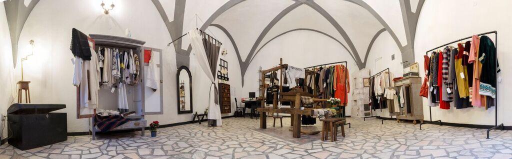 Micile afaceri. Caier - Magazin cu haine unicat în centrul Sibiului