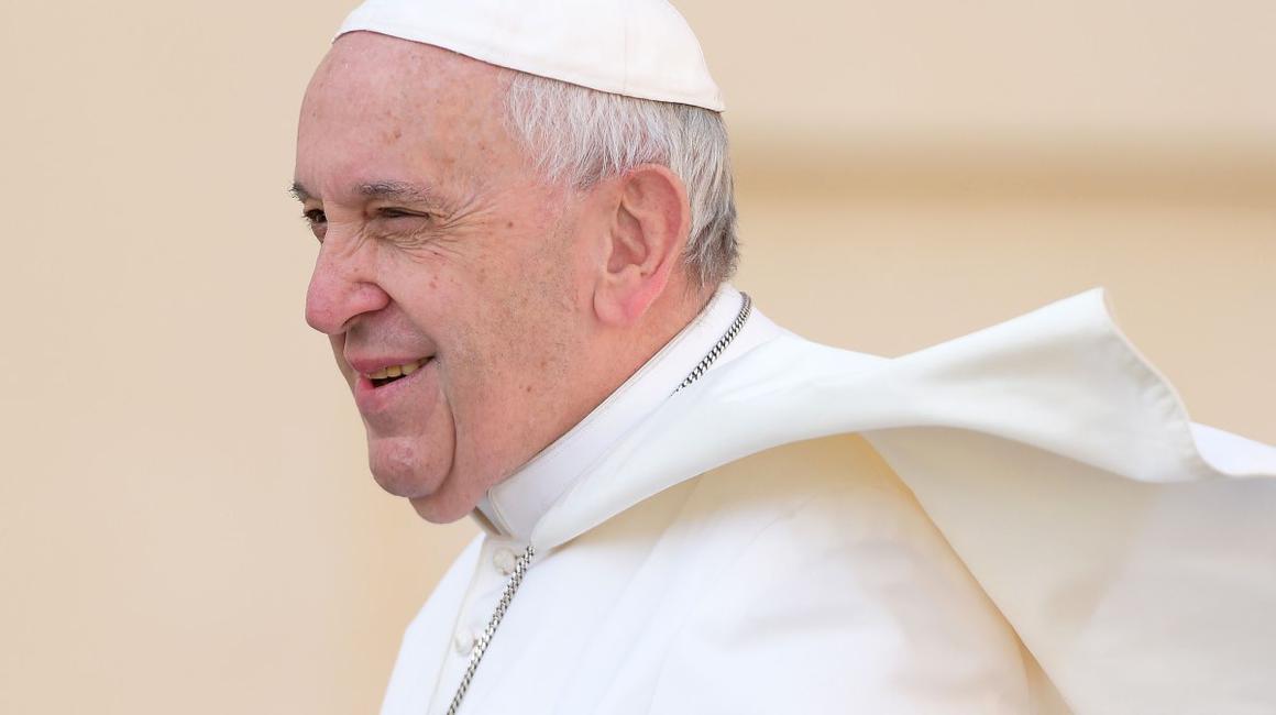"""FOTO Tronul papal și întregul concept al scenei de la Blaj unde este așteptat Papa Francisc, realizate de sibieni.""""S-a lucrat cu inspirație"""""""