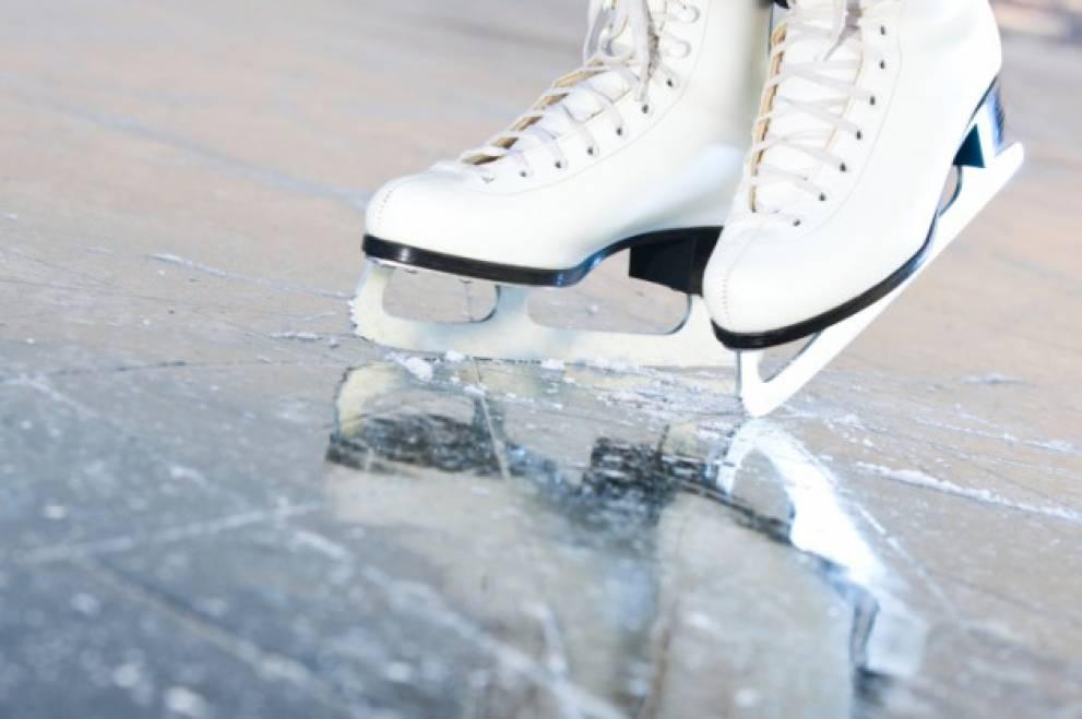 1995.S-a deschis un patinoar natural