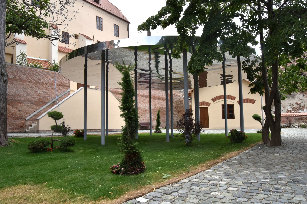 """Cel mai nonconformist pavilion al Sibiului, ascuns într-o curte din Piața Mică. """"Atragem atenția asupra locurilor ascunse"""""""