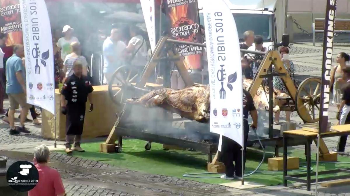 """VIDEO După-amiază gastronomică în centrul Sibiului. """"Vorbim de o cantitate foarte mare de carne"""""""