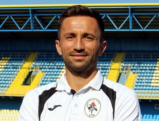 """Cu ghetele de fotbal şi costumul mereu la el. Fotbalistul medieşean ajuns consilier local: """"Era insuportabil să văd Mediaşul într-un continuu regres"""""""
