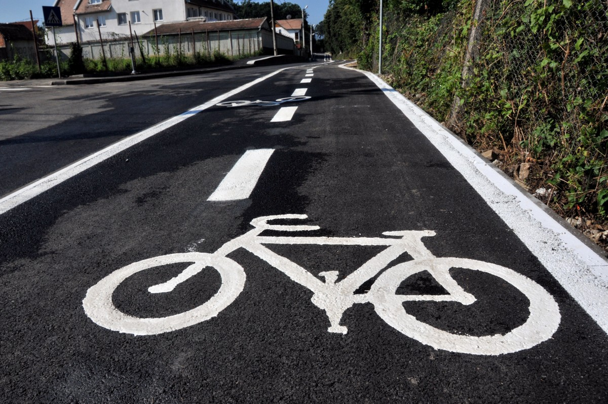 Rezultatele a doi ani de discuții despre îmbunătățirea pistelor de bicicletele din Sibiu:Mai nimic!