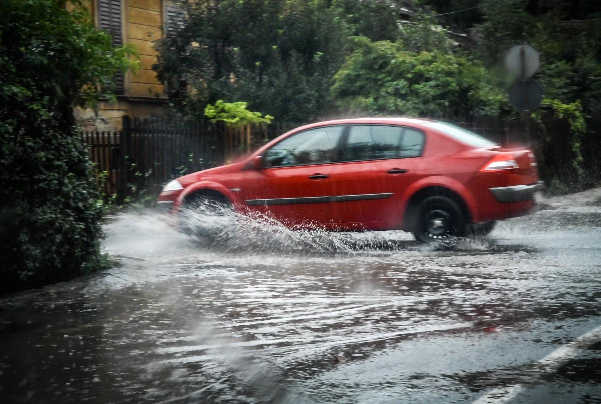 Meteo: scăpăm de caniculă, dar vin ploi torențiale și furtuni