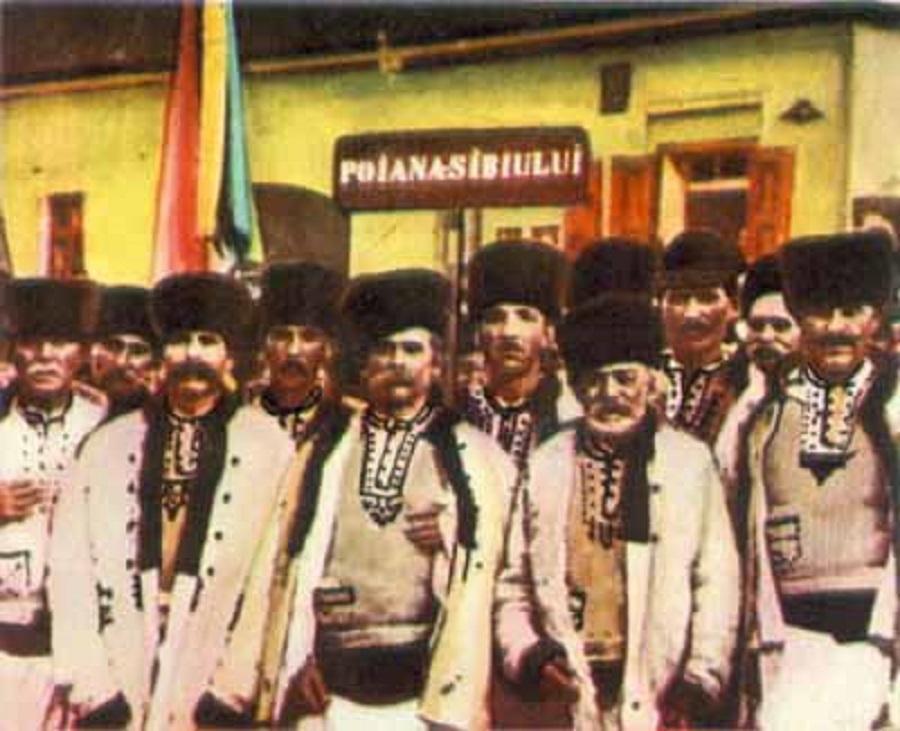 La mulți ani, România! 8.000 de români au reprezentat Sibiulla Adunarea națională de la Alba Iulia