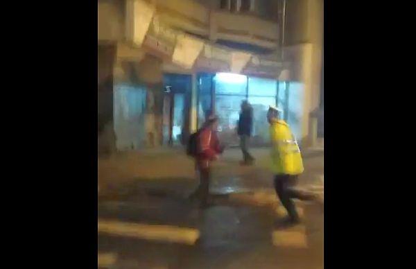 VIDEO - Un șofer cu Mercedes a sfidat aseară Poliția, în timpul protestului. După ce l-au urmărit, a rămas fără carnet