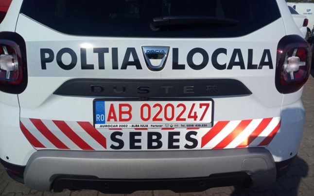 Actualizare. Drept la replică Primăria Sebeș. Poliția Locală Sebeș și-a inscripționat greșito mașină