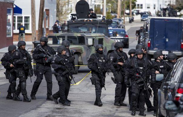 ATAC ARMAT în SUA: Cel puţin 14 persoane au murit. Atacatorii au fost ucişi de poliţie/ Inspector în Departamentul de Sănătate din San Bernardino, suspect