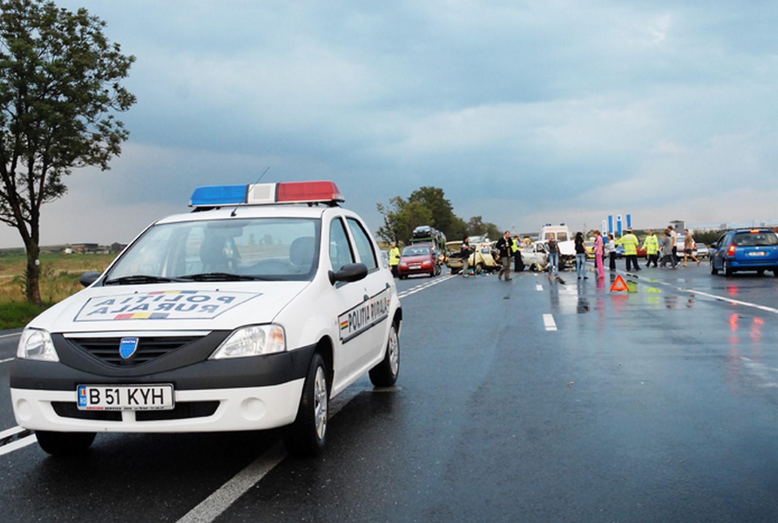 Sibieni implicați într-un accident în Alba. O femeie a ajuns la spital