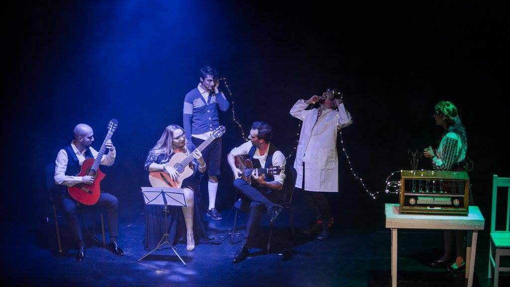 """A doua parte a spectacolului de teatru-muzical """"Povestea Chitarei"""" ajunge la Mediaș (CP)"""