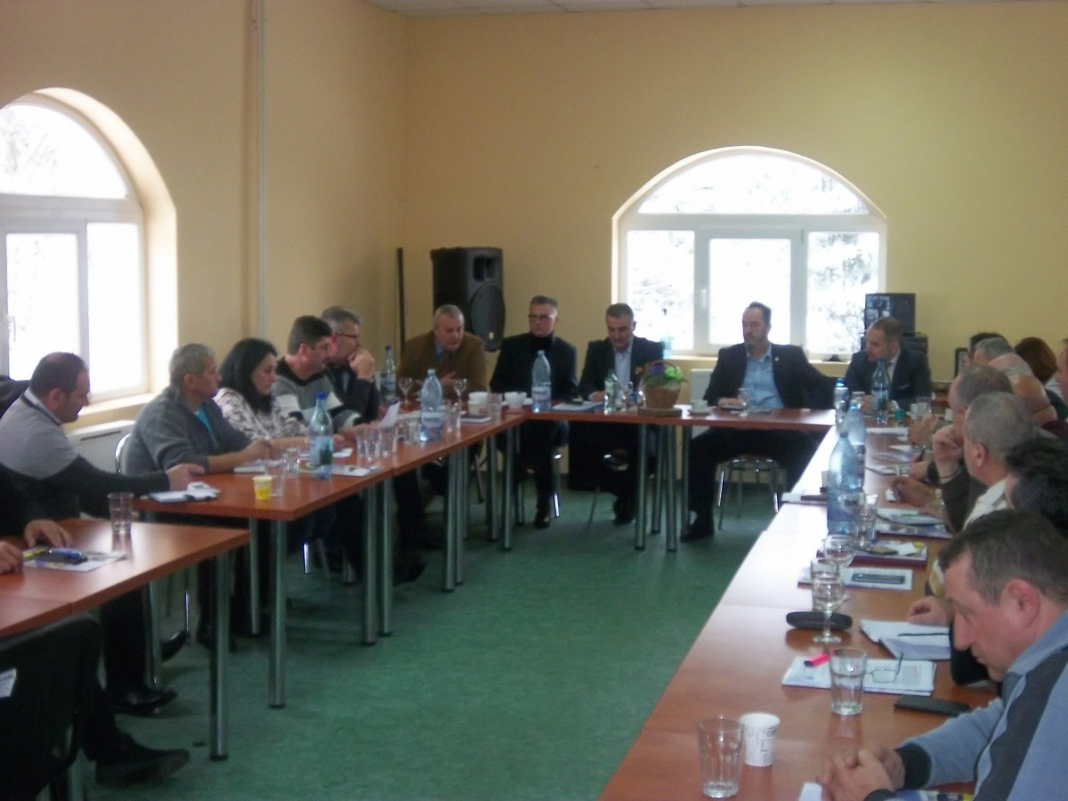 Sindicatele de transport local din toată țara s-au întâlnit la Păltiniș. Salariile și condițiile de muncă, pe ordinea de zi