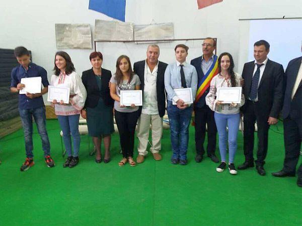 Constantin Chiriac acordă burse elevilor din satul ieșean în care s-a născut: 2500 de euro