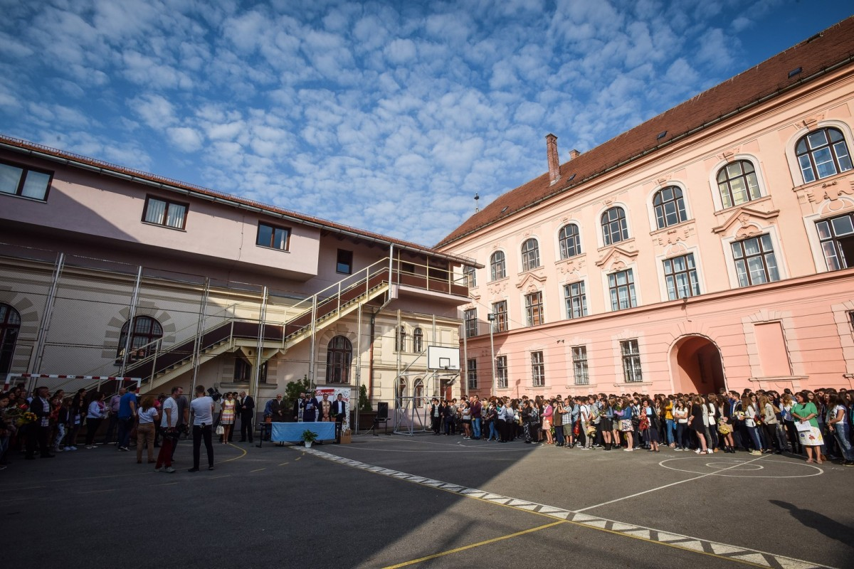"""Ce se întâmplă cu """"after-school-urile"""" din Sibiu? Poziția Primăriei și a inspectorului școlar general"""