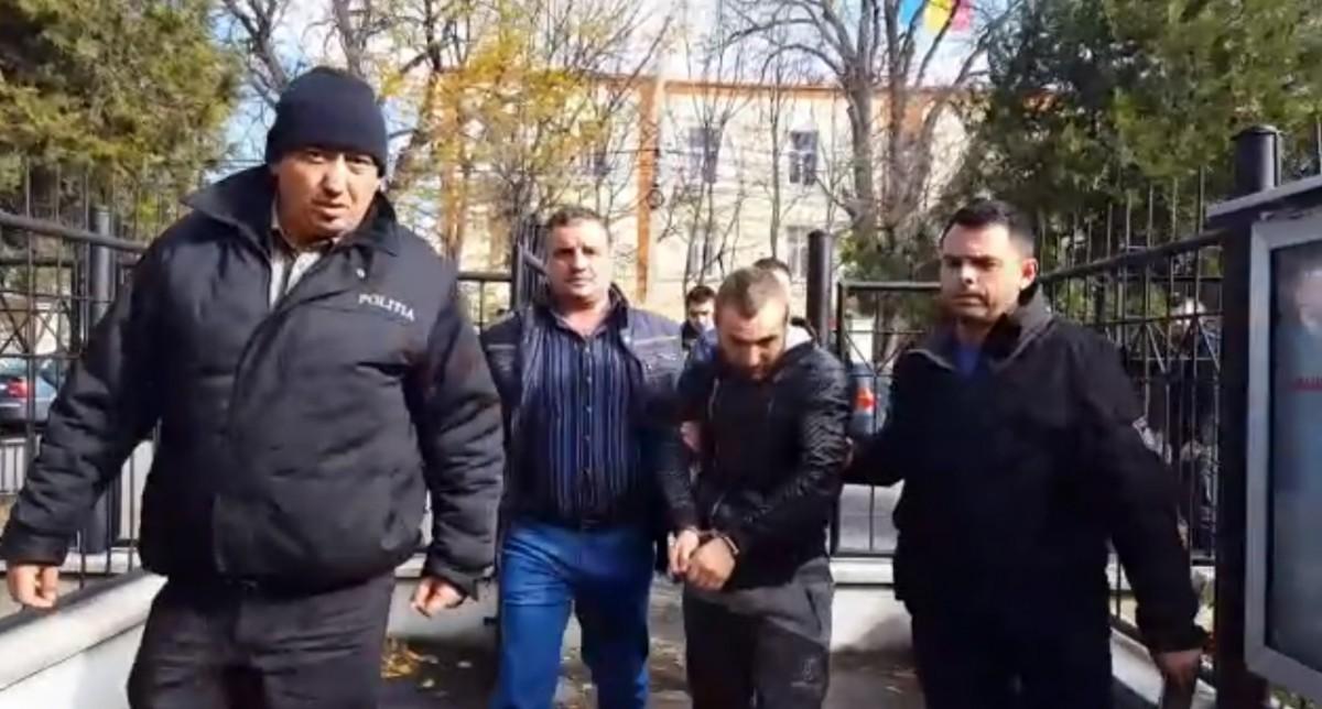 VIDEO Cinci spărgători de case, reținuți de polițiști. Cartierele Tineretului și Veteranilor, printre zonele în care acționau