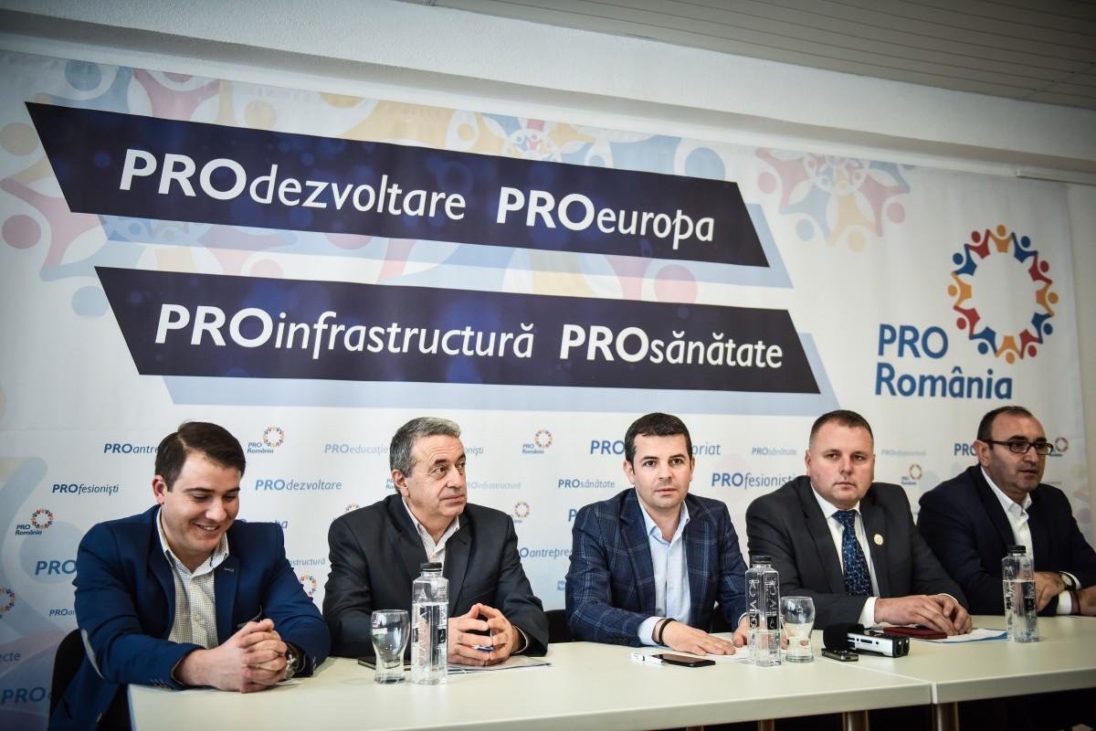 """Victor Ponta și Corina Crețu vor deschide lista Pro România la europarlamentare. """"USR și PLUS, deloc inspirați"""""""