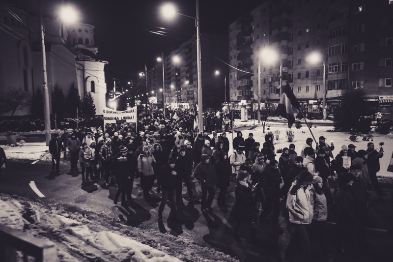 """VIDEO""""Am venit de la țară să mă alătur"""". Peste 4.000 de oameni, în marș pe Mihai Viteazu"""