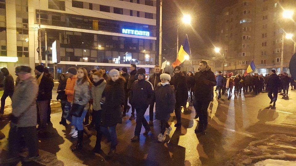 Foto Video Peste500 de sibieni au ieșit la protest, duminică seara