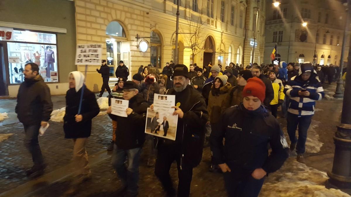 """Protest #Rezist la Sibiu: """"Susținem activitatea DNA în lupta împotriva corupției!"""""""