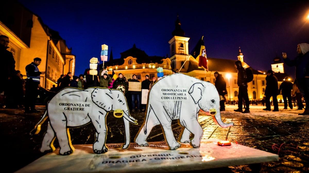 Sibienii vor protesta din nou împotriva grațierii. Se vor alătura alte 20 de orașe
