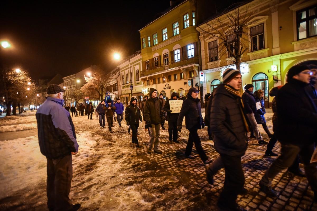 """A treia zi de proteste la Sibiu: """"aș veni și singur"""""""