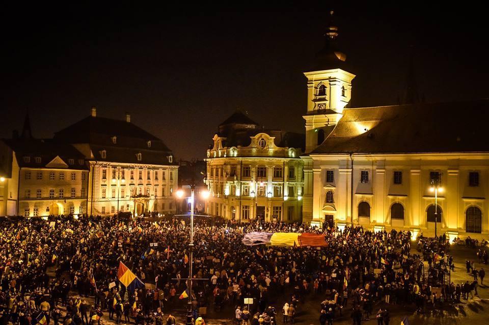 """Sibienii chemați la protest în Piața Mare. """"Nu vom accepta ca România să devină un stat represiv"""""""