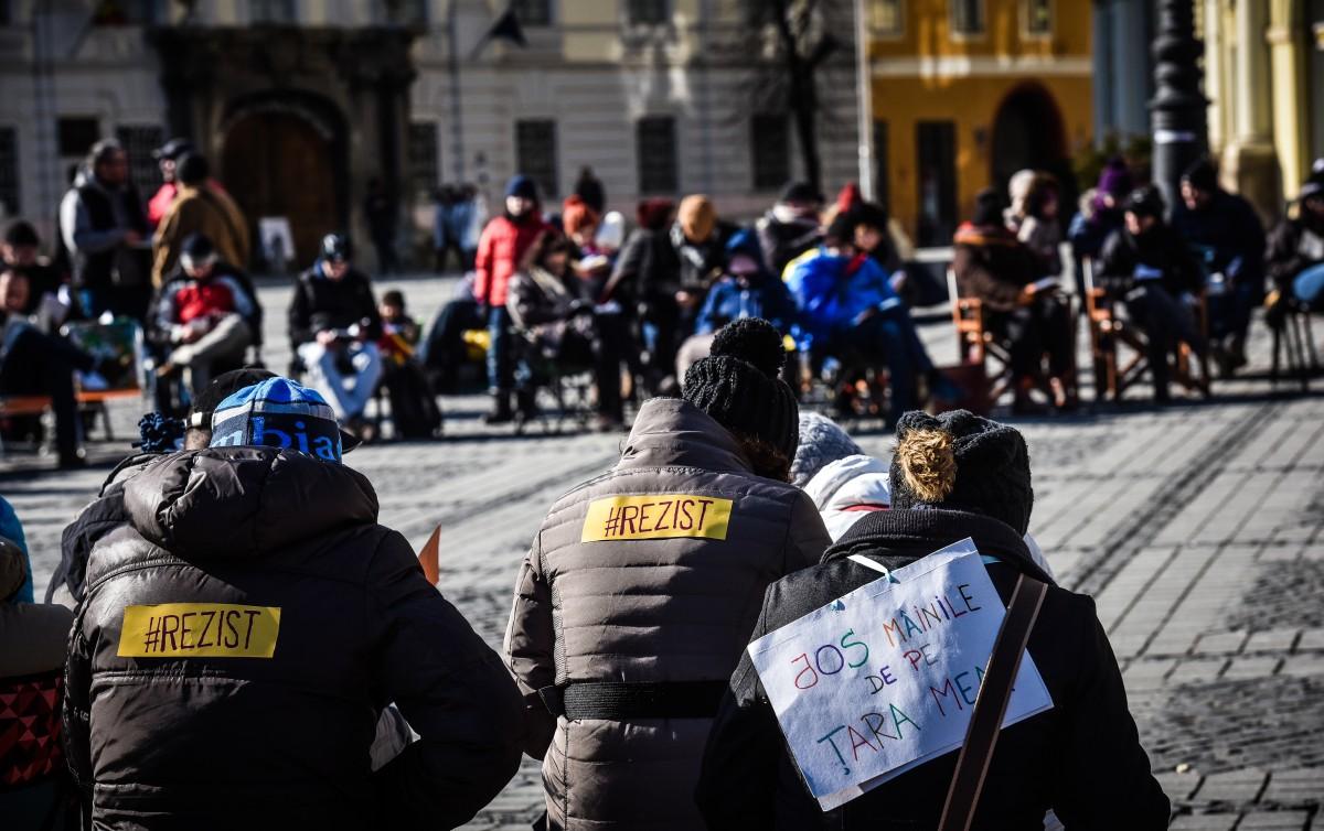 """Protestul """"Ora de lectură"""" din Sibiu, preluat în marile capitale ale Europei. Programul protestelor de la Sibiu"""