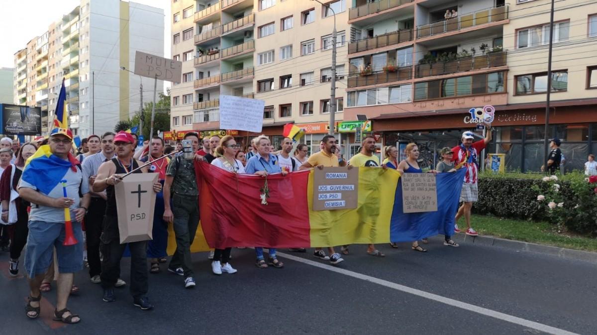 VIDEO Mii de sibieni strigă: Dragnea, nu uita, România nu-i a ta!