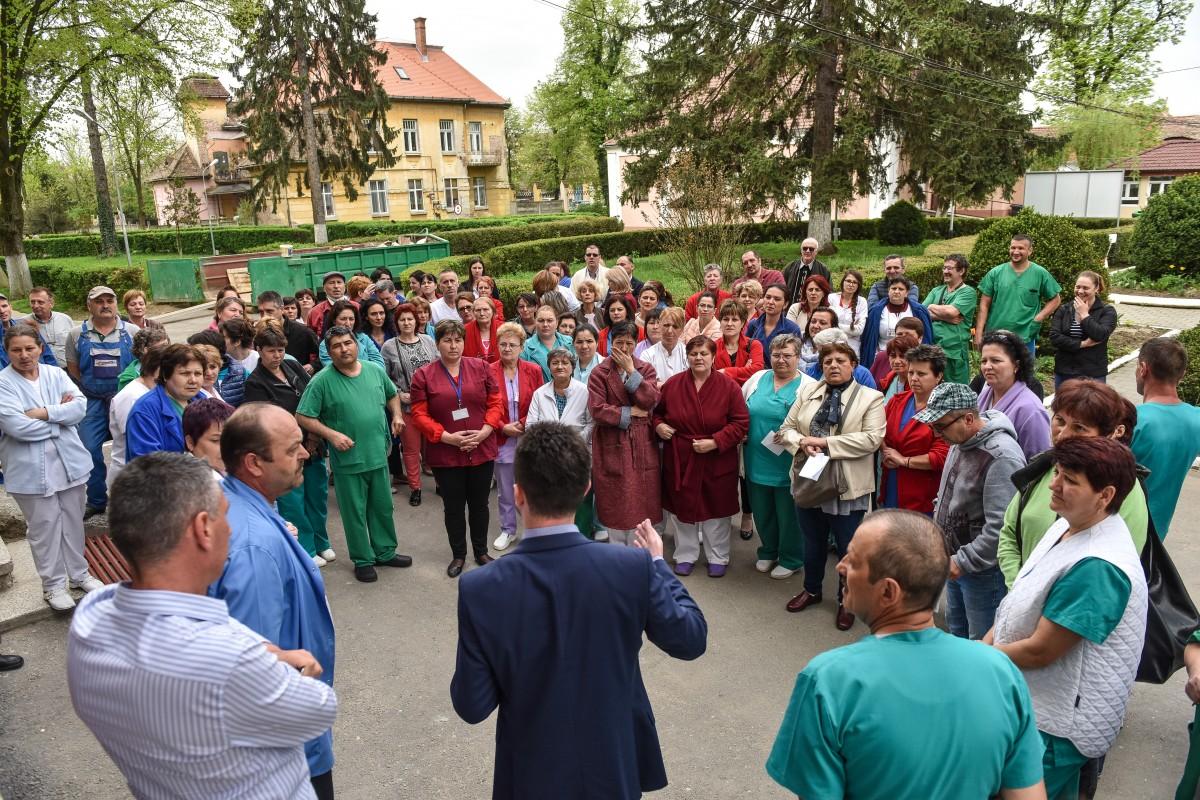 O sută de angajațiauprotestat în curtea Spitalului de Psihiatrie