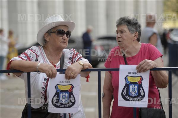 """Miting pentru susținerea Jandarmeriei, după violențele din 10 august. """"Îți asumi bătăița"""""""