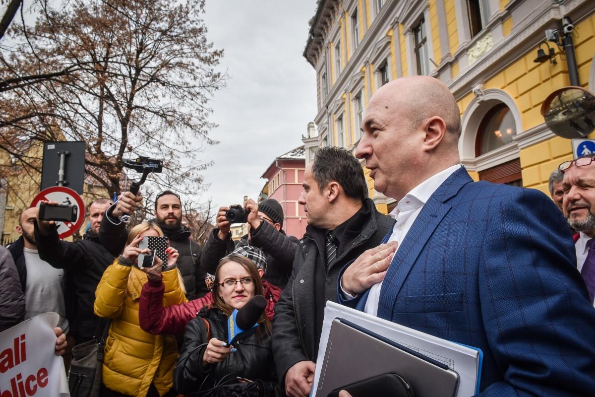 După Sibiu, Codrin Ștefănescu a fost huiduit astăzi la Brașov VIDEO