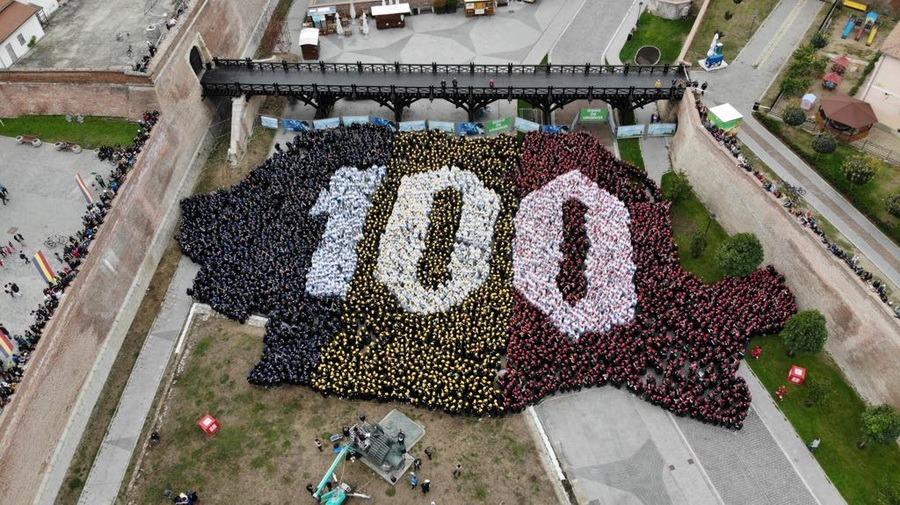 VIDEO 100 de ani de la Marea Unire,sărbătorițila Alba Iulia. Iohannis, ovaționat de mulțime