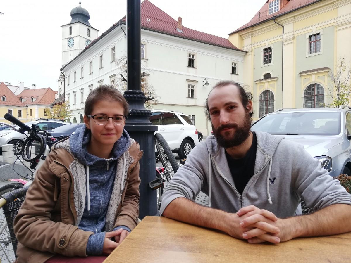 Doi tineri s-au mutat la Sibiu ca să facă o școală de circ contemporan